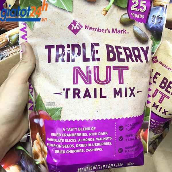 Hạt Mix Member's Mark Triple Berry Nut Trail Mix giá bao nhiêu